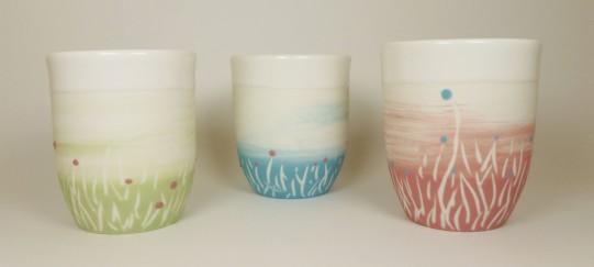 Porcelaine paysage prairie tasses vert bleu et rose